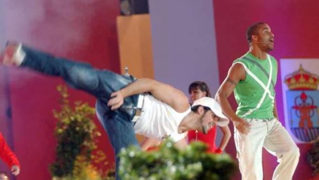 Los componentes del grupo musical Upa Dance, en un momento de su actuación en la Gala de la Región en 2005.
