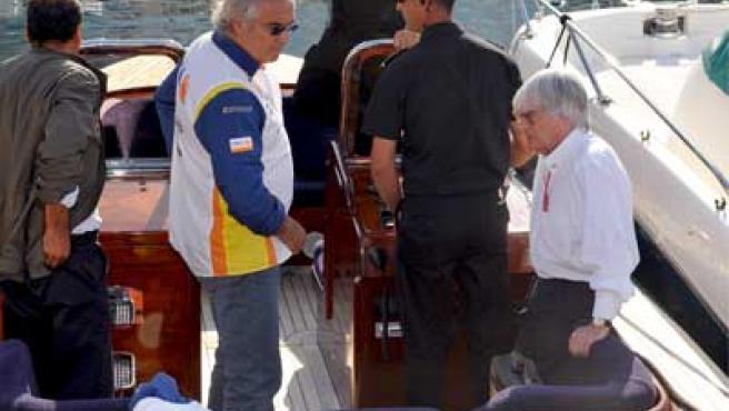 Flavio Briatore con Bernie Ecclestone en un yate en el Gran Premio de Mónaco.