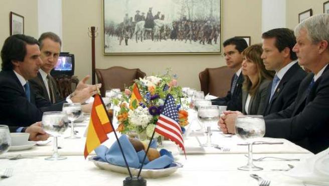 José María Aznar con congresistas en el Capitolio (Washington D.C.)
