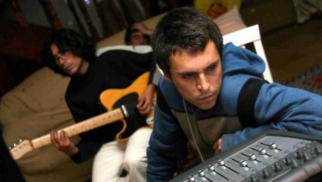 Iván Ferreiro y sus músicos durante una grabación.