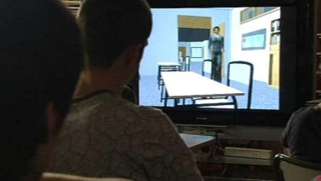 Fotograma de los alumnos viendo el 'Ciberzurbarán'.