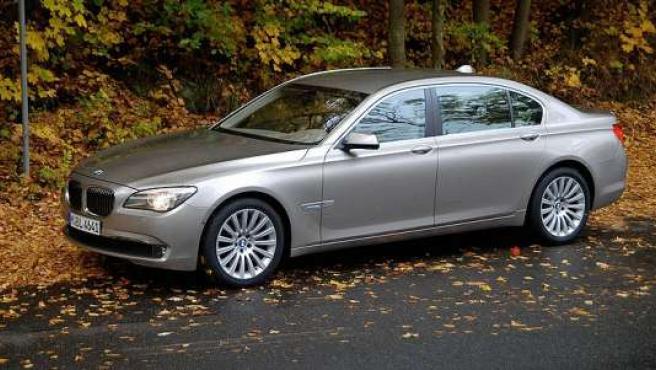 Un BMW serie 7 similar al de la imagen es el que Caja Madrid a comprado para Blesa.