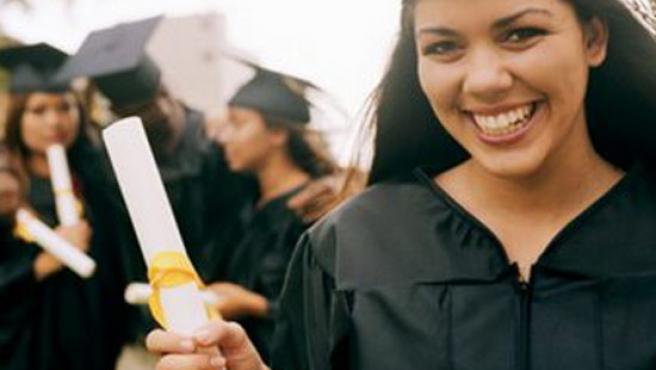 Los universitarios tienen que buscar la mejor manera de financiar su viaje.