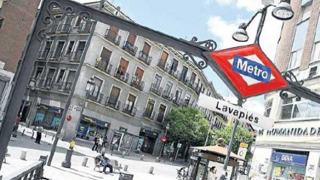 Salida del metro de Lavapiés.