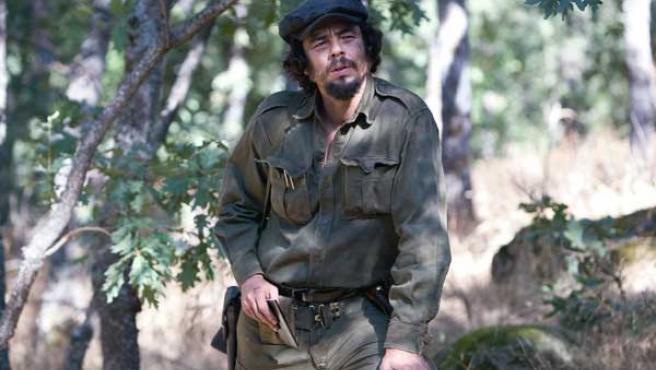 Fotograma de la película 'Che, Guerrilla', con del Toro.