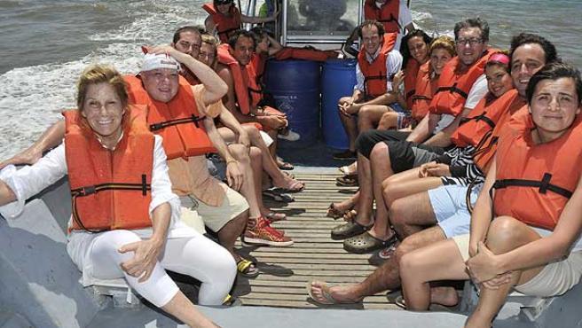 Los concursantes de 'Supervivientes' son trasladados en barca al inicio del programa.