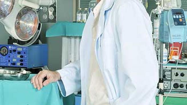 Jordi Rebellón, caracterizado como el doctor Vilches.