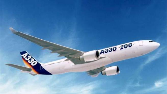 Fotografía de archivo de un Airbus A330-200, en vuelo.