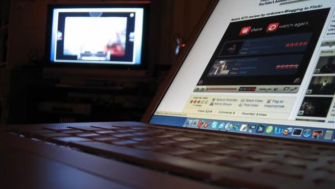 La página de YouTube en la pantalla de un portátil.