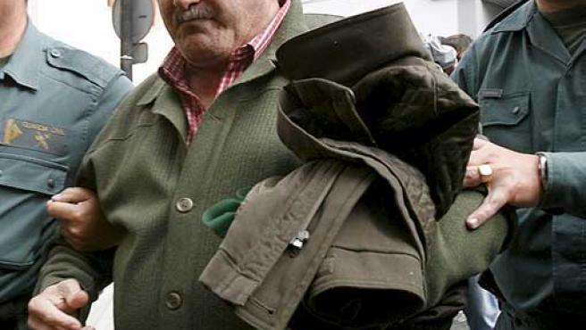 El alcalde de Alcaucín, José Manuel Martín, trasladado por la Guardia Civil al Juzgado número 3 de Vélez-Málaga.
