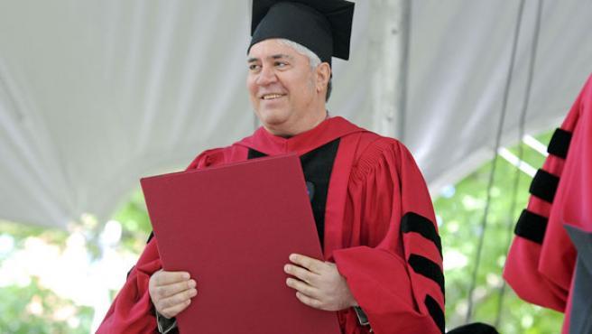 Pedro Almodóvar recibe el título de doctor honoris causa en Artes por la Universidad de Harvard.
