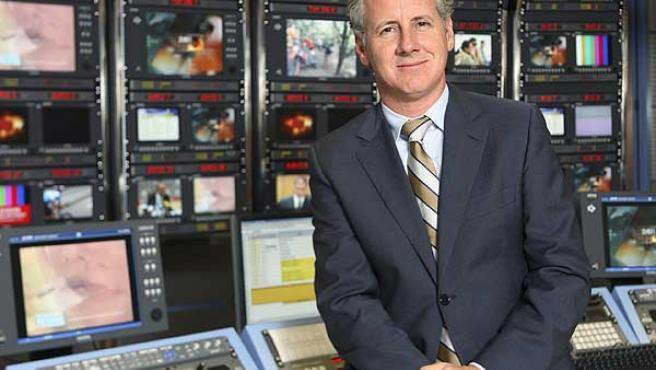 Lorenzo Milá, en la mesa de control de informativos.