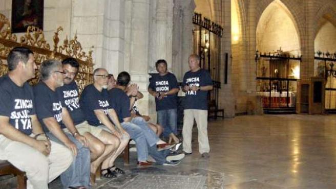 Diez miembros del comité de empresa de la factoría de Española del Zinc (Zincsa), se encerraron en la catedral de Murcia.