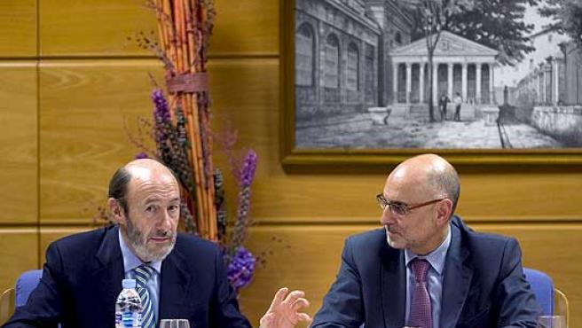 El ministro Rubalcaba y el consejero vasco de Interior, Ares.