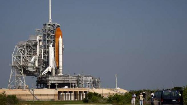 El transbordador Endeavour, visto desde la rampa 39A en el Centro Espacial Kennedy de Cabo Cañaveral, Florida, Estados Unidos.