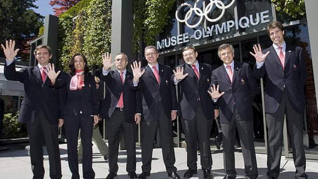 Alberto Ruiz-Gallardón, con la delegación española, ante el Museo Olímpico de Lausana.