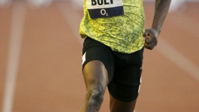 Usain Bolt disputa los 100 metros lisos en la reunión de Ostrava.