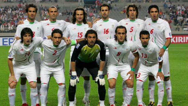 Los integrantes de la selección de Irán portan brazaletes verdes.