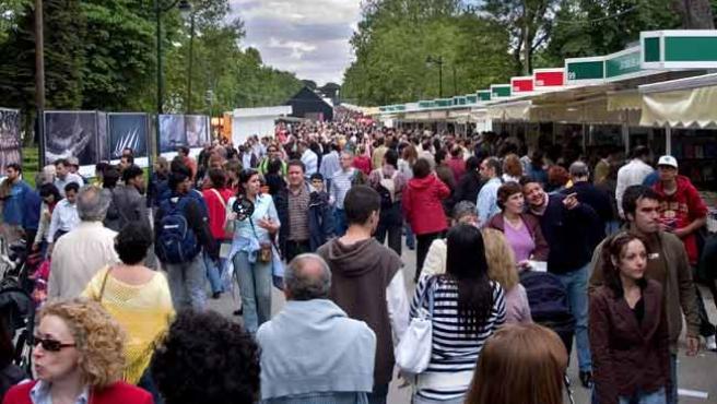 El Paseo de Coches, durante la pasada edición de la Feria el Libro de Madrid.