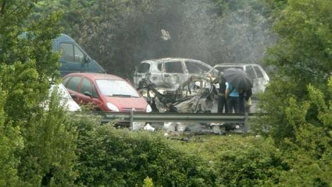 Estado en que quedó el vehículo que explosionó en el municipio vizcaino de Arrigorriaga.