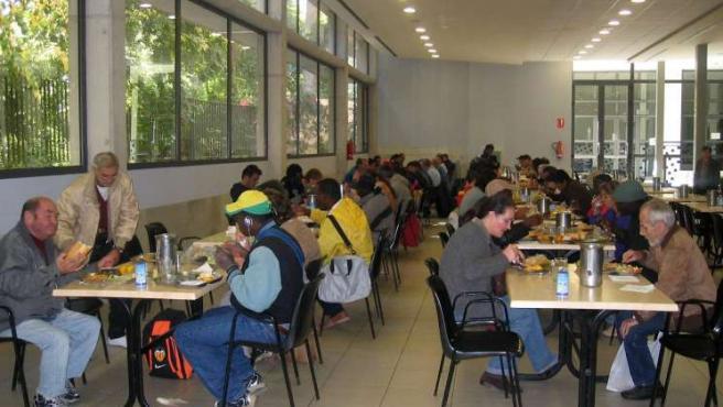 El comedor de Casa Caridad de Valencia, desbordado por la crisis económica.