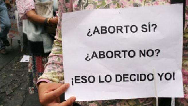 Uno de los carteles exhibidos durante una manifestación por el aborto.