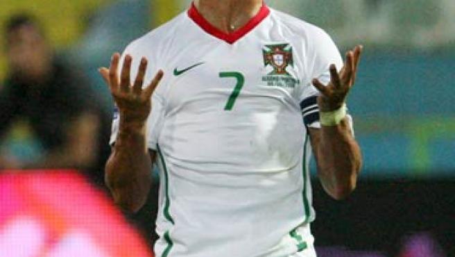Cristiano Ronaldo se lamenta en un partido con Portugal.