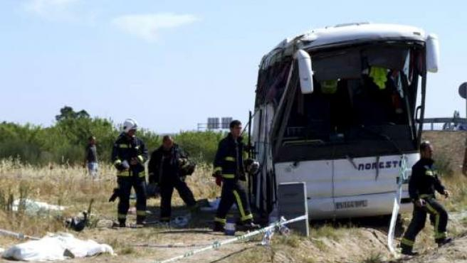 Estado en el que quedó el autobús accidentado este miércoles en Miajadas (Cáceres).