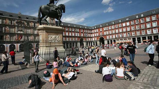Turistas en la Plaza Mayor de Madrid