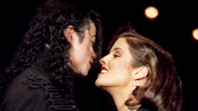 Michael Jackson y Lisa Marie Presley, durante la gala anual de la MTV.