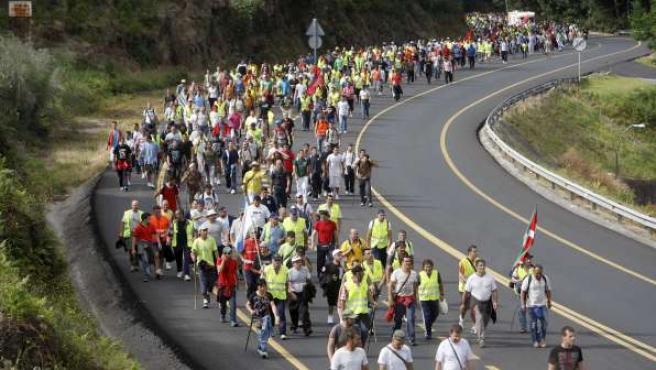 Unos dos mil trabajadores del metal de la comarca de Vigo y Pontevedra han iniciado una marcha a Santiago de Compostela.