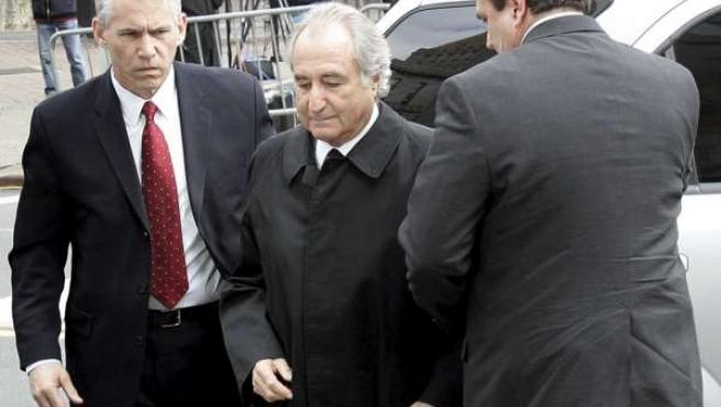 Bernard Madoff, de 71 años, fue condenado a 150.