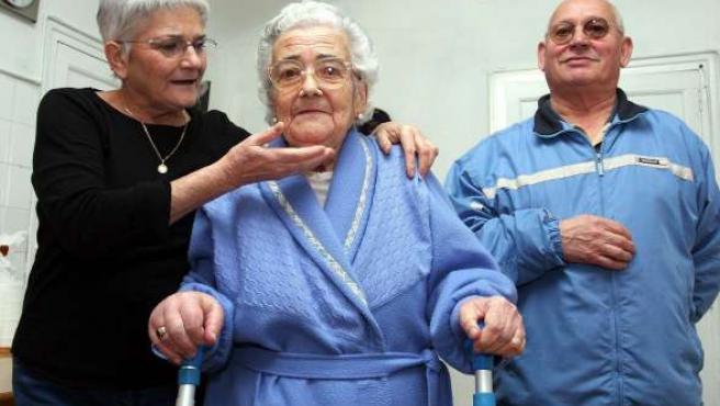 La mayoría de los dependientes son ancianos.