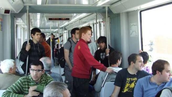 Miles de sevillanos acudieron a su cita con el metro.