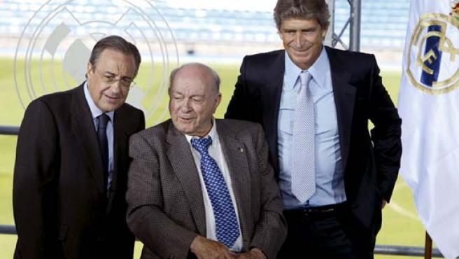 Florentino Pérez, Alfredo di Stéfano y Manuel Pellegrini en la presentación del técnico chileno.