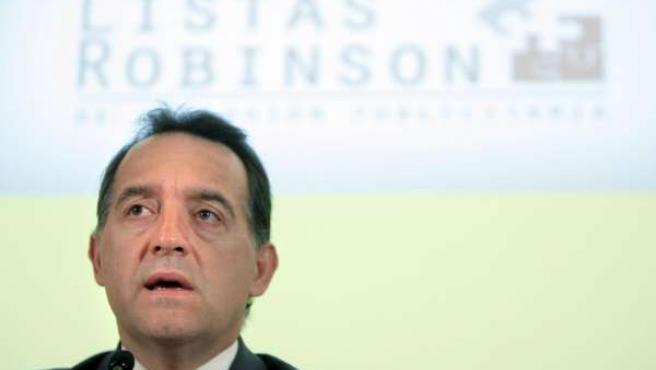 El director de la Agencia Española de Protección de Datos (AEPD), Artemi Rallo, durante la rueda de prensa en la que presentó el servicio Lista Robinson.