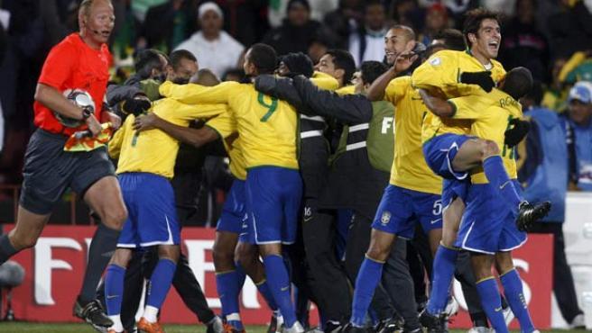 Brasil celebra su victoria en la Copa Confederaciones.