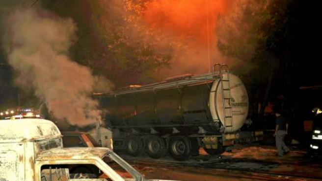 Ya ha concluido el vaciado del gas de los vagones cisterna, que hacía que el riesgo de nuevas explosiones no se hubiera alejado todavía.