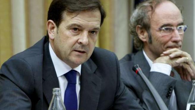 El director del CNI, Alberto Sáiz, junto al presidente de la Comisión de Defensa del Congreso, Cipriá Ciscar.