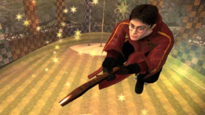 Una imagen del videojuego: Harry Potter juega al Quidditch.