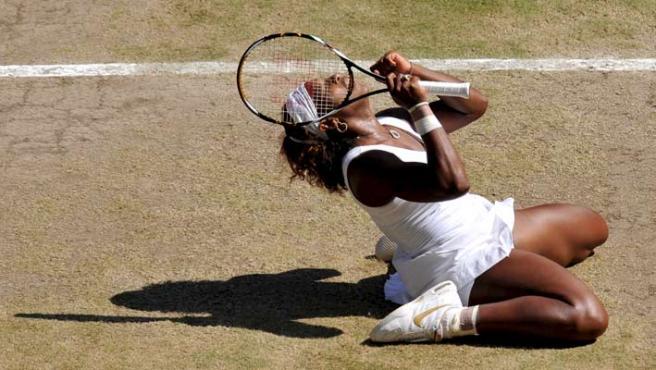 Serena Williams celebra su victoria.