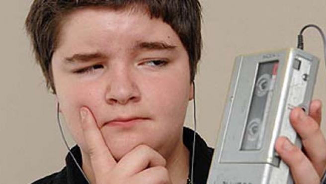 Un adolescente de 13 años cambió su iPod por un walkman durante una semana, en un experimento que conmemora los 30 años del aparato.