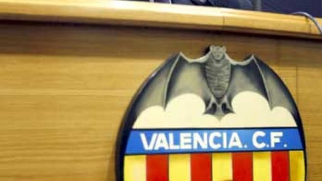 El presidente del Valencia, Manuel Llorente, durante una rueda de prensa.