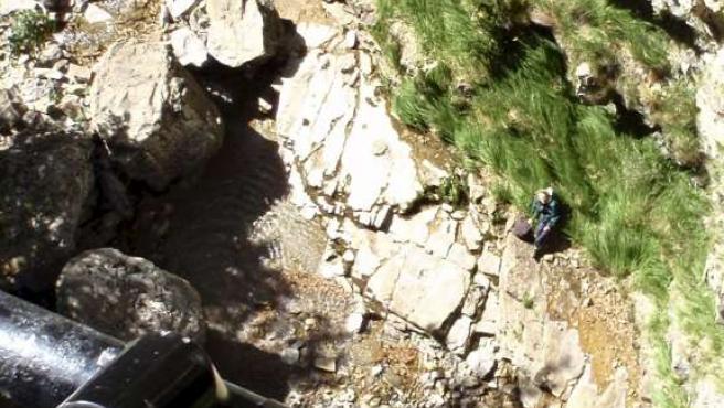 Momento en el que el helicóptero de la Guardia Civil localiza a la mujer perdida en Ordesa.