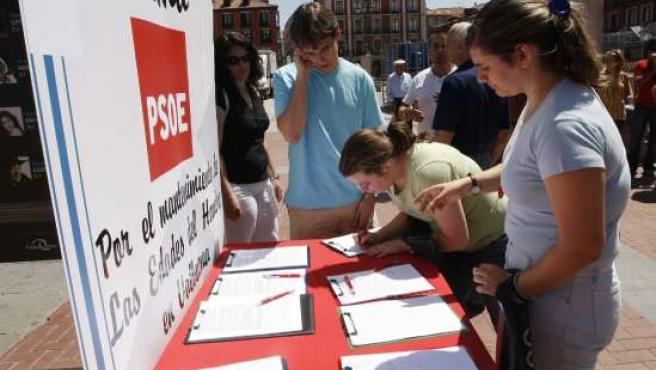 Recogida de firmas contra el traslado de Las Edades a Zamora.