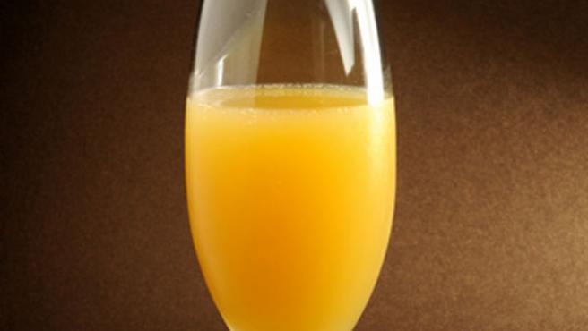 Una imagen del coctel Mimosa.