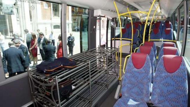 Espacio reservado para las maletas en el autobús directo a Villanubla.