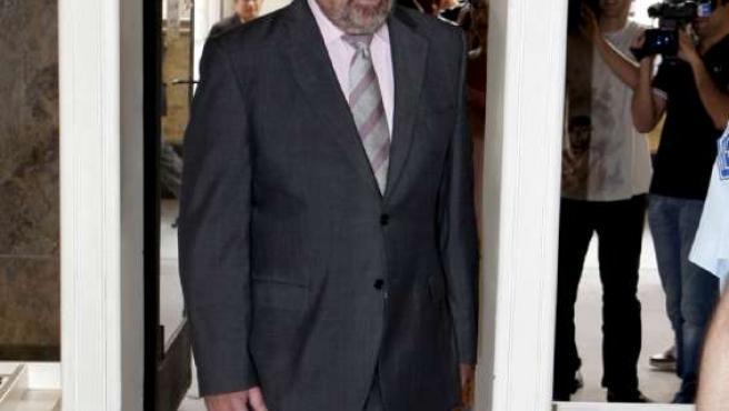 El alcalde Juan Alberto Belloch entra en el juzgado.