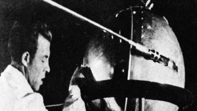 Así era el Sputnik 1, el primer satélite artificial que envió el hombre fuera de la atmósfera.