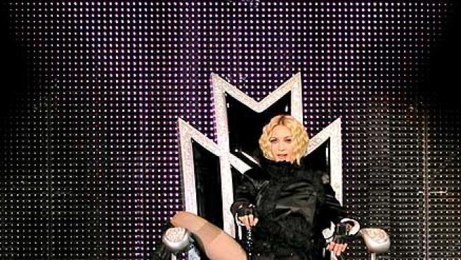 Madonna, en actitud provocadora en uno de sus conciertos.